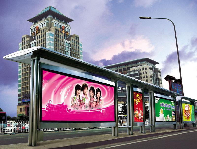 Backlit film xuất hiện tại nhà chờ xe bus
