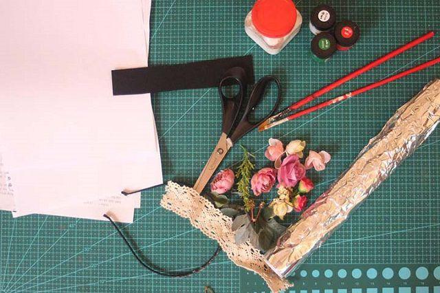 Chuẩn bị dụng cụ để thực hiện cách làm sổ tay mini bằng giấy A4
