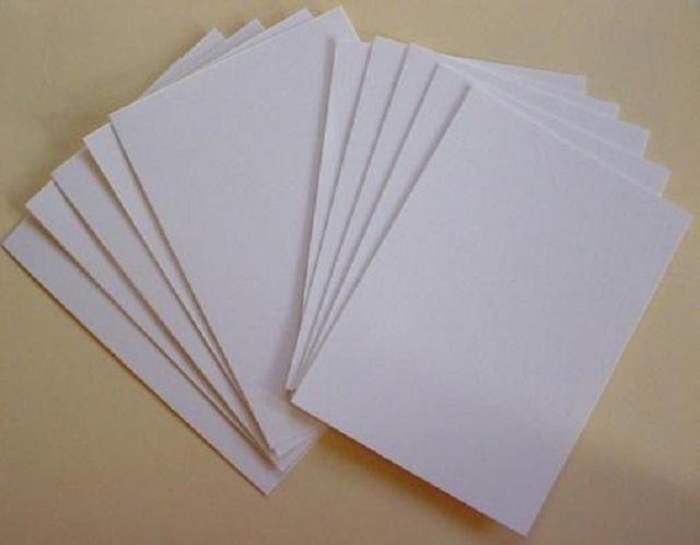 Gấp đôi hoặc gấp 4 tờ giấy A4 tùy theo kích cỡ bạn muốn làm